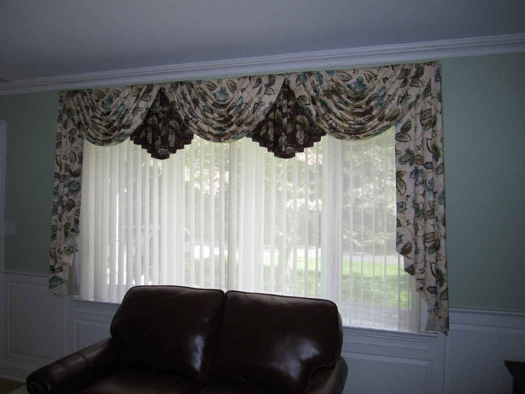 Swags And Cascades Curtains Swags And Cascades 3 Traditional Swags And Cascades With Drapes